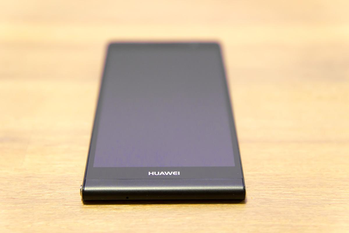 Huawei Ascend P6. spodnja stran