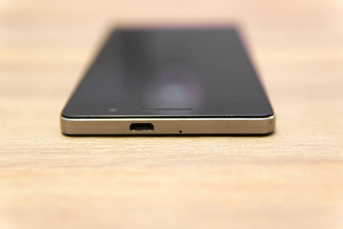 Huawei Ascend P6. zgornja stran